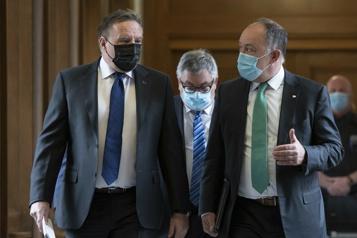 Si 75% des adultes ont reçu leur 2edose Québec prévoit lever l'obligation du port du masque à la fin août)