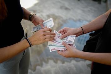 La vaste réforme des salaires inquiète les Cubains)