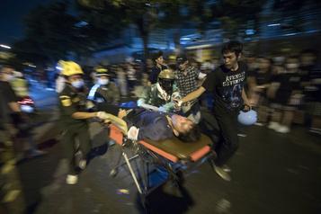 Bangkok Nouveau rassemblement pro-démocratie, six manifestants blessés par balles)