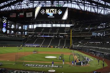 MLB Les spectateurs de retour au baseball)