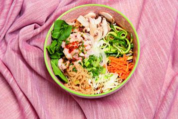 Soupe aux crevettes épicées et légumes croquants)