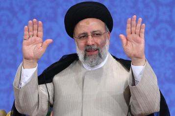 Iran L'ultraconservateur Ebrahim Raïssi intronisé président)