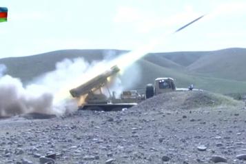 Les combats «s'intensifient» au Karabakh, où aucune trêve n'est en vue)