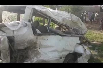 Pakistan: un train percute un minibus, au moins 22 morts)