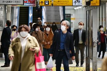 Le Japon déclare l'état d'urgence pour contenir la COVID-19