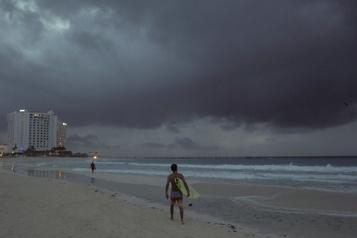 Zeta devient un ouragan en se dirigeant vers le Mexique)