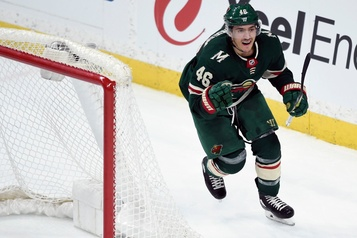 Jared Spurgeon accepte un contrat de sept ans du Wild