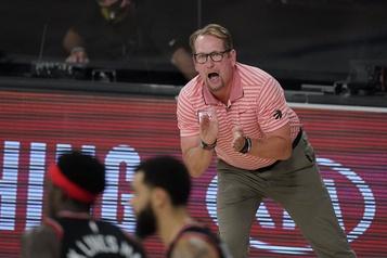 Nick Nurse obtient un nouveau contrat avec les Raptors)