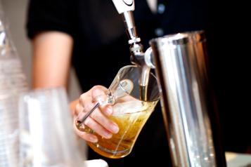 Québec prolonge les heures d'ouverture des bars)