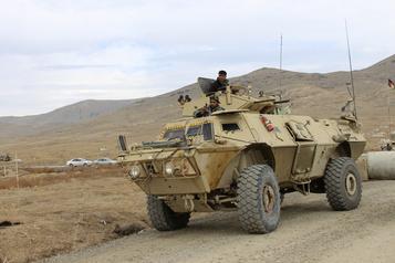 Au moins 30membres des forces afghanes tués dans un attentat-suicide)