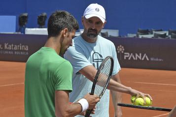 L'entraîneur de Novak Djokovic a contracté le coronavirus)
