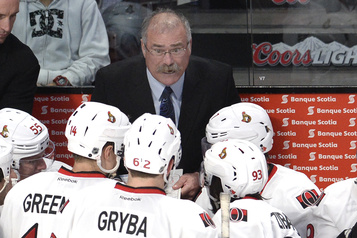 Les Maple Leafs embauchent Paul MacLean)