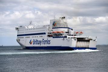 Les passagers de retour sur les navires de Brittany Ferries)