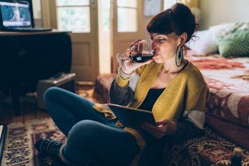 Confinés, les Québécois esquivent la tentation de boire plus d'alcool
