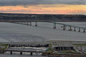 Troisième lien à Québec Les détails du projet feront disparaître les appuis, selon QS)