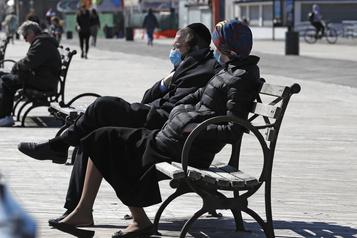 New York demande à sa population de se couvrir le visage à l'extérieur