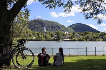 Le Québec à vélo Du Saint-Laurent au Richelieu, par monts et vallées)