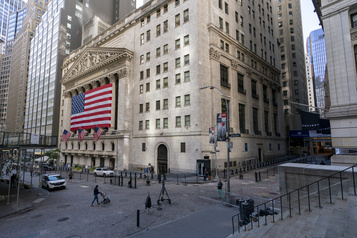 Wall Street poursuit sa descente)