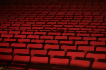 Rouvrez les salles de spectacle, dit le PQ)
