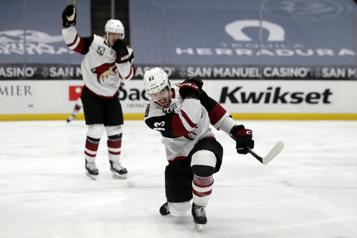 Les Canucks échangent leur choix de premier tour)