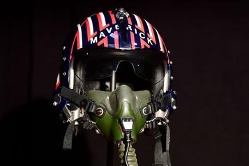 Le vaisseau d'Alien et le casque de Top Gun aux enchères)