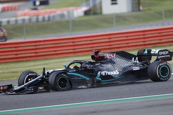 GP de Grande-Bretagne: Lewis Hamilton vainqueur sur trois roues)