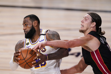 Le Canadien Kelly Olynyk maximise son temps de jeu avec le Heat)