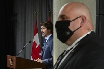 Avec deux chefs en isolement, Trudeau plaide pour la reprise destravaux)