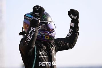 Stroll15e Hamilton obtient la position de tête pour la course sprint)