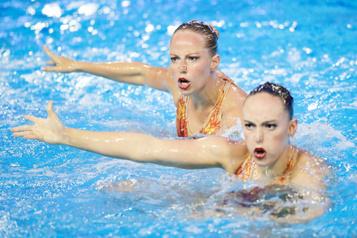 Séries mondiales de natation artistique Jacqueline Simoneau et Claudia Holzner remportent l'or à Barcelone)