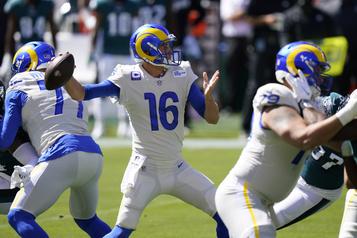 NFL Jared Goff et Tyler Higbeee se chargent des Eagles)