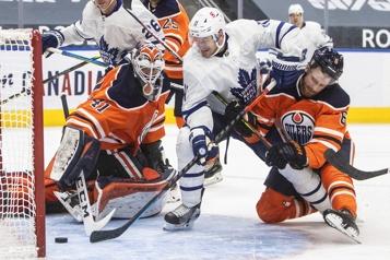 Les Maple Leafs malmènent les Oilers6-1)