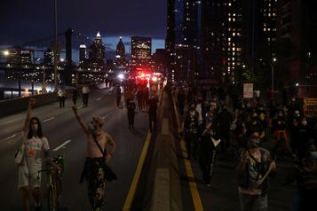 Nouveaux pillages à Manhattan, couvre-feu étendu pour mardi)