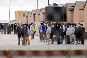 Migrants Les arrestations à la frontière sud des États-Unis à un sommet de 15ans)