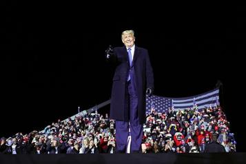 Donald Trump fonce dans la dernière ligne droite de la campagne)