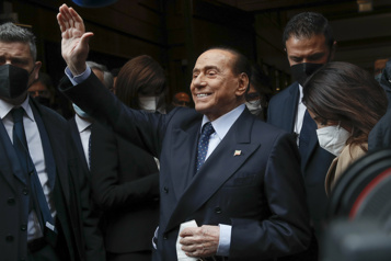 Italie Silvio Berlusconi de nouveau hospitalisé)