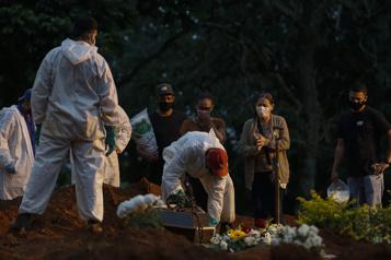 COVID-19 Le Brésil va dépasser les 400?000?morts )
