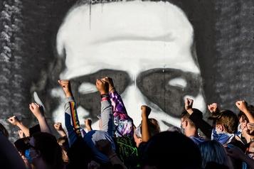 Mort de George Floyd: la contestation s'organise en ligne)