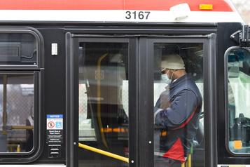 Toronto: couvre-visage obligatoire dans le transport en commun dès jeudi)