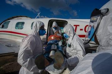 L'épidémie de COVID-19 a atteint un plateau au Brésil)