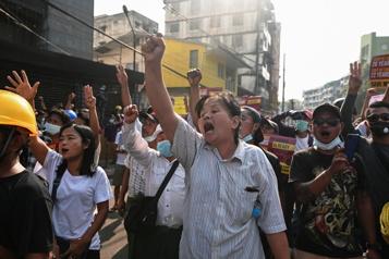Birmanie L'ambassadeur birman à l'ONU dénonce la junte, manifestations dans trois villes)
