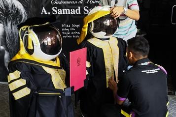 Remise de diplômes: le recours à des robots contesté)