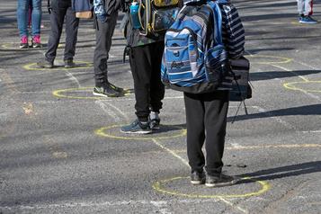 Les«deux mètres» pourraient raccourcir dans les écoles à la rentrée automnale)