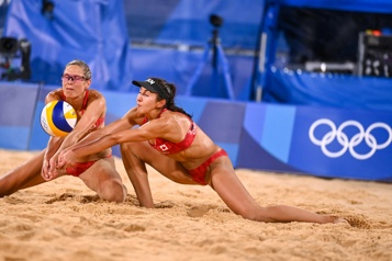 Volleyball de plage Le Canada s'effondre)