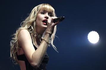 La chanteuse Angèle fait son coming out)