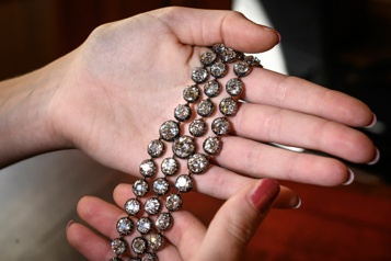 Deux bracelets de Marie-Antoinette aux enchères publiques à Genève)