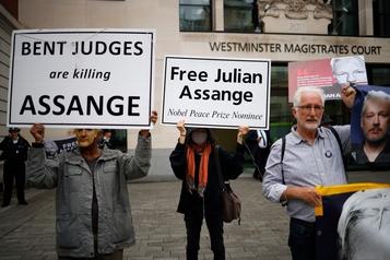 Une quarantaine d'ONG demandent la libération «immédiate» de Julian Assange)