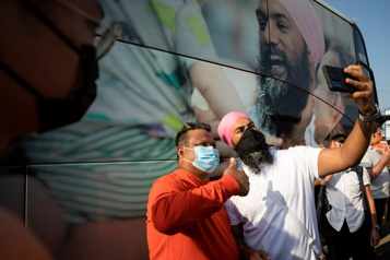 Jagmeet Singh courtise les jeunes électeurs canadiens sur TikTok)