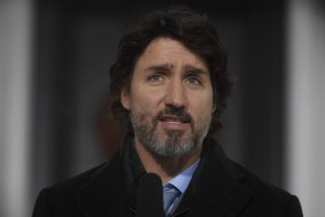 Voyages à l'étranger «Au nom de tous les Canadiens, annulez»)