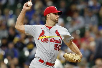 Cardinals de St. Louis Adam Wainwright atteint les 2000retraits au bâton)